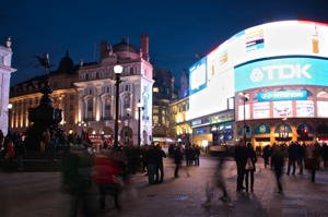 CRE_Digital_Education_Marketing_London_Piccadilly_Circus_Night_IMG_6468_300_200